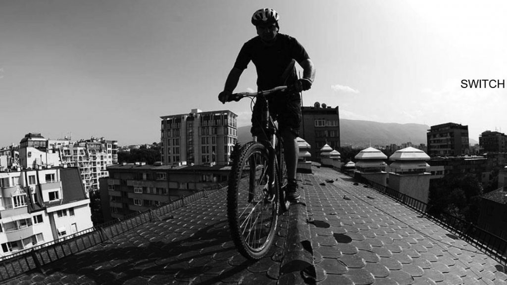 MOUNTAIN BIKING ON BUILDINGS ROOFS