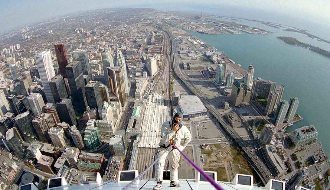 CN Tower Първият в света достъп до въже работи на върха на градския свят